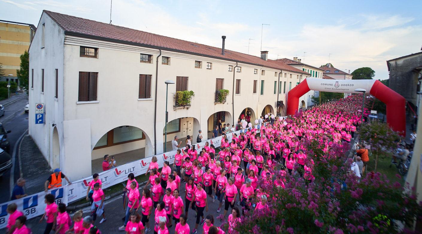 Grazie alle 4000 donne che hanno colorato di rosa Oderzo