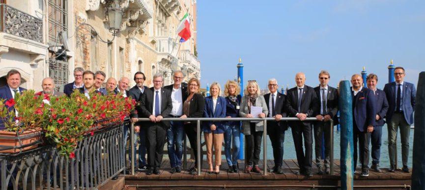 Il Consiglio Regionale del Veneto aderisce alla Campagna Nastro Rosa LILT